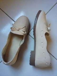 sepatu cream 37 dipake 1x
