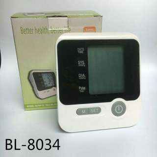 An electronic sphygmomanometer for measuring blood pressure