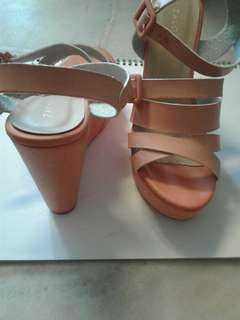 Pre❤ strappy wedge sandals. (PINK). Still in good condition like new.