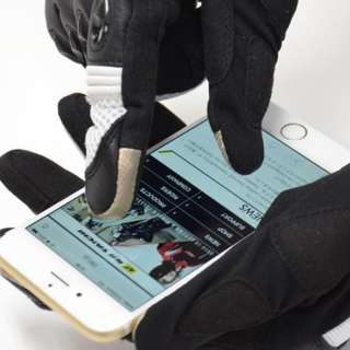 Motorbikes - Touch Screen Enabled Carbon Fibre Protective Riding Gloves