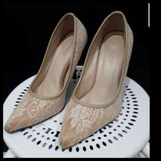 Creamy lace shoes by icon ninety9