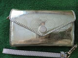 Free sf 😇 AUTHENTIC MK phone wallet wrislet