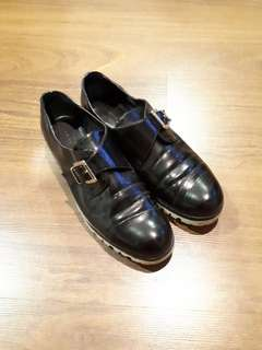 Charles & keith black leather shoes (used)