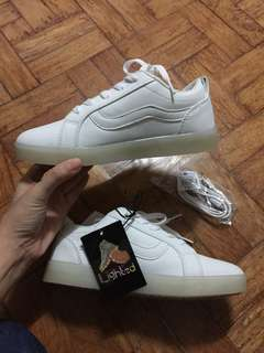 WHITE SHOES WITH LIGHTS size34