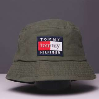 Tommy Hilfiger Unisex Flat Top Hat in Army Green