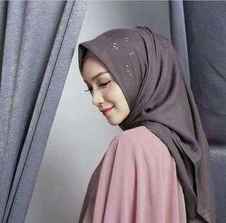 Vanilla Hijab - Segi Empat (kemilau hujan)