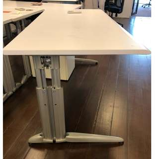 Second hand office table