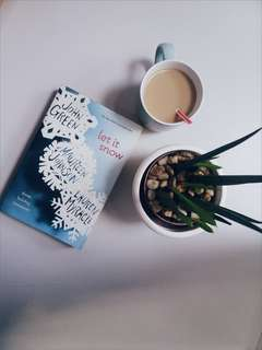 Let It Snow by John Green, Maureen Johnson & Lauren Myracle