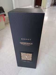 Empty bottle signet glenmorangie (sold  wood)