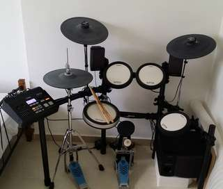 Yamaha Electronic Drum Set DXT700K + Yamaha 2.1 Channel Drum Monitor System (Speakers Set) MS40DR