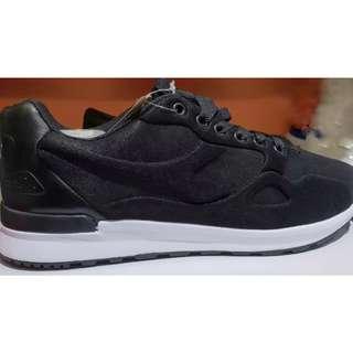 Diadora Black's Shoes