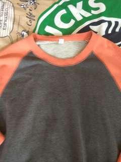 Sweter orange abu-abu