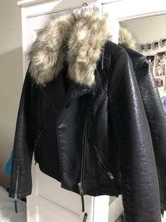 topshop皮外套,毛毛頸可以除出來98%new