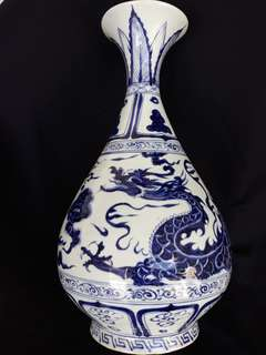 Yuen era Blue n white pear shape vase with dragon decoration. Special offer at 1800 net. 元末青花龍玉壶春大瓶49cm high.
