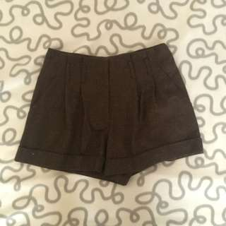 Brown highwaist shorts