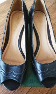 Sepatu wedges merk apple green