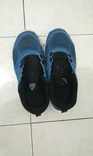 Sepatu reebook