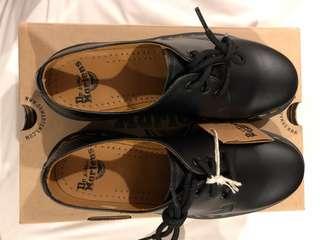 Sepatu Martens