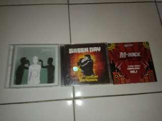 Jual CD fourtwnty and green day, bonus m rock local heroes