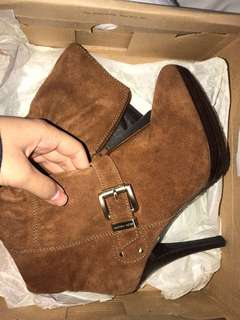 BRAND NEW MICHAEL KORS BOOTS PRICE DROP