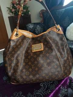 WEEKEND PRICE ⬇️Louis vuitton Galliera GM