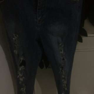 Rippead jeans(barter dngan clna cowok size 36)