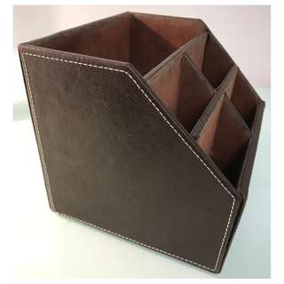 REMOTE CONTROL ORGANISER STAND IN LEATHER LOOK