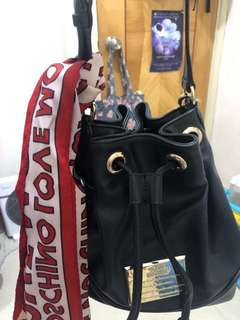 Love moscino buckle bag 80% new bought from Twist