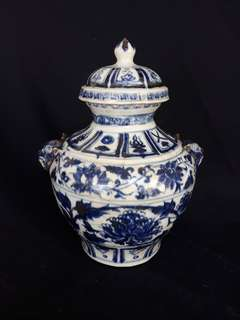 Yuen dynasty Blue n white jar with cover 26cm high. Linked peony flowers n auspicuios fortune marks. 元到代青花小罐。
