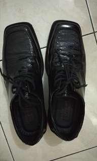 Sepatu formal