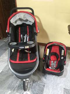 Jogger stroller with carseat