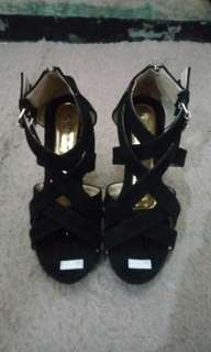 High heels hitam