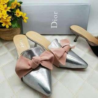 Sepatu dior