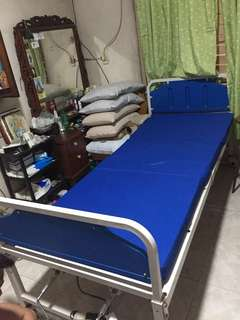 Hospital bed (manual) Price is negotiable