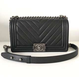 286c555d206a LOOKING FOR  AUTHENTIC ONLY Chanel Boy Old Medium in Black Chevron Caviar  RHW SHW