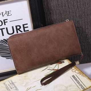 New Arrival !! 👝 Boweisi Zipper Wallet #DG157 IDR 220.000  Kualitas: Semi Premium Ukuran: 24x4x12cm Bahan: Smooth Leather Variant: Black, Coffee, Brown Berat: 300 gram  Top Selling Wallet 👍 Pria dan Wanita bisa pakai 👍