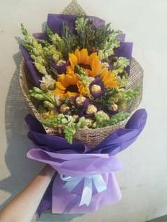 Sunflower / Ferrero Bouquet