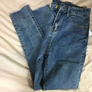 🚚 ⭕️期末出清!⭕️降價!超顯廋牛仔褲👖