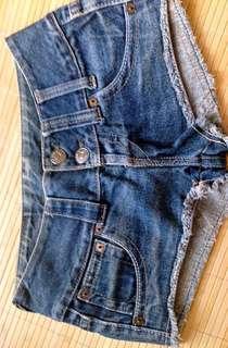 🚚 LEVI STRAUSS 牛仔短褲