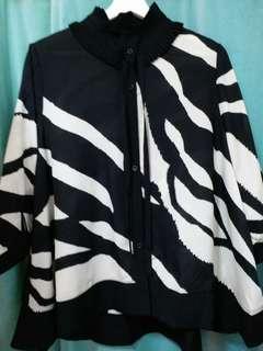 日本 黑色絲質恤衫