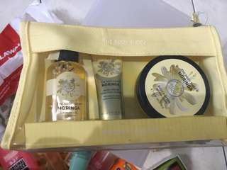 BODY SHOP PAKET MORINGA (SHOWER GEL, HAND CREAM, BODY BUTTER)