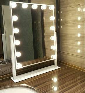 Vanity Bulb Touchscreen Mirror