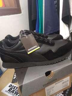 Sepatu Diadora Edgor Black