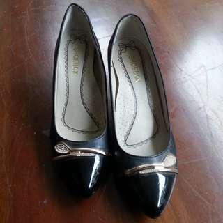Sepatu Pump Shoe Box