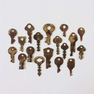 Vintage Small Keys (18 Pieces)