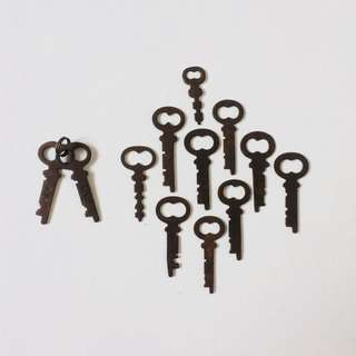 1 Lot of Vintage Small Keys (12 Pieces)