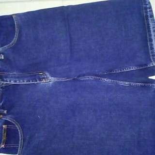 Celana pendek jumbo wrangler