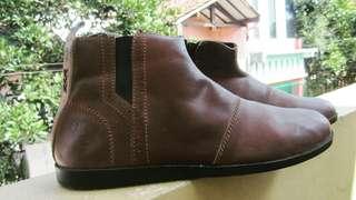 Sepatu brodiz