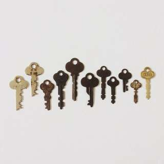 1 Lot of Assorted Vintage Small Keys (11 Pieces)