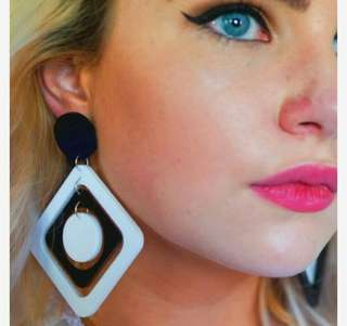 Anting Drop Oil Black And White Geometric